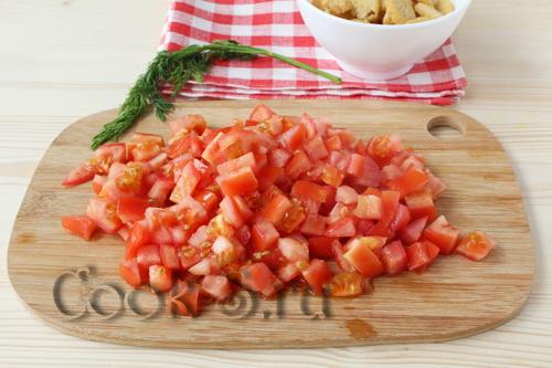 Fasulye, jambon ve krutonla birlikte salata pişiriyoruz 100